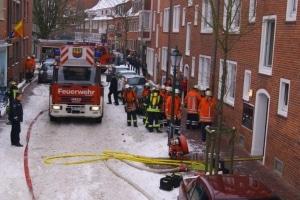 Ein Wohnungsbrand in Emden fordert mehrere Verletzte und eine Tote. (Foto: Feuerwehr Emden)