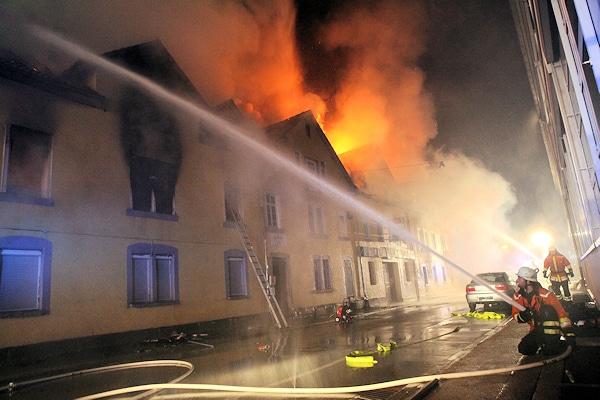 Brand in Backnang: Bei dem Feuer starben acht Menschen. Foto: Benjamin Beytekin