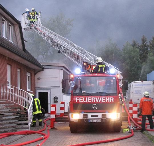 Symbolfoto: Drehleiter bei Brandeinsatz. Foto: Michael Klöpper