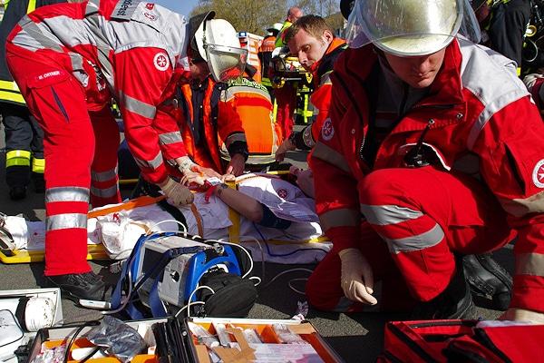 Rettungsfachkräfte bei einer Übung in Frankfurt/Main. Foto: wiesbaden112.de/Ehresmann