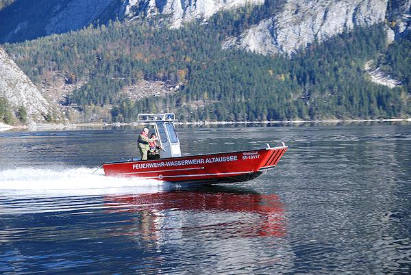 """Die Norm """"Boote für die Feuerwehr"""" DIN 14961 ist vom FNFW neu herausgegeben worden. Foto: Michael Rüffer"""