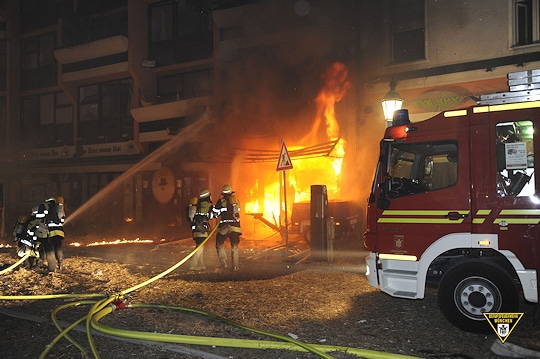 Gebäudebrand nach Bombensprengung. Foto: BF München