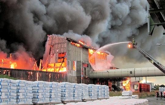 Großbrand in Krefeld. Foto: Feuerwehr