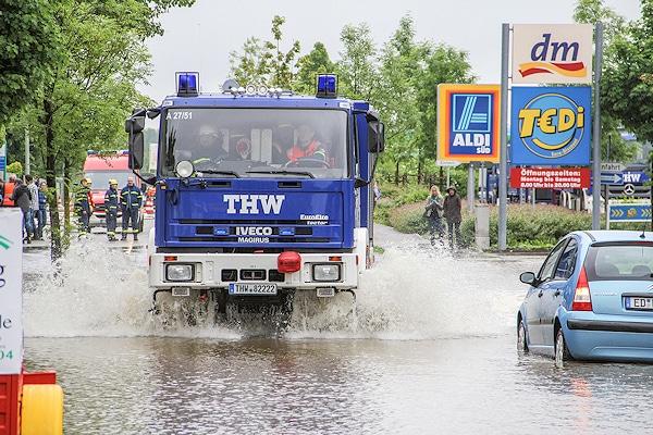 THW-Fahrzeug im Hochwassereinsatz. Foto: THW