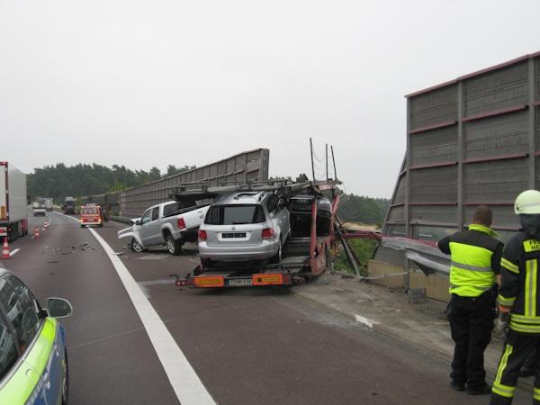 Verunfallter Autotransporter auf A2. Foto: Polizei