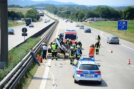 Unfall mit Oldtimer auf der A 8. Foto: Friebe PR/Wölfl