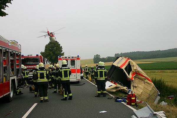Schwerer Unfall mit DRK-Fahrzeug bei Gieboldehausen. Foto: Holger Raabe/Feuerwehr