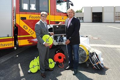 ÖVB-Vorstandssprecher Frank Müller mit Stadtrat Jörn Hoffmann. Foto: Feuerwehr