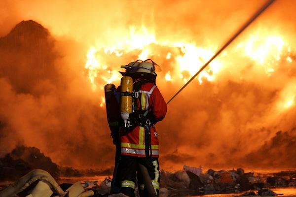 Großbrand bei einem Recyclingunternehmen in Remseck. Foto: Friebe PR / Yannik Specht