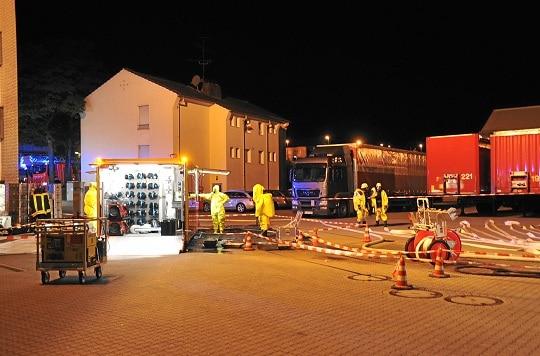 Gefahrgut-Einsatz nach Beschädigung eines Behälters mit Peroxiden in Remscheid. Foto: Ralf Kollmann
