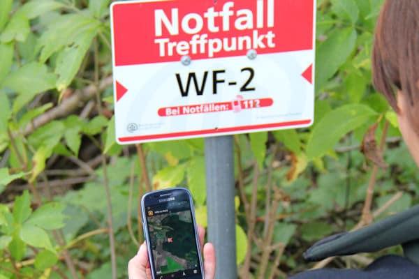 In Niedersachsen gibt es nun über 2.000 Notfalltreffpunkte. Zudem hilft eine Smartphone-Anwendung bei Unfällen im Wald - indem sie den nächsten Notfallpunkt anzeigt. Foto: Niedersächsische Landesforsten
