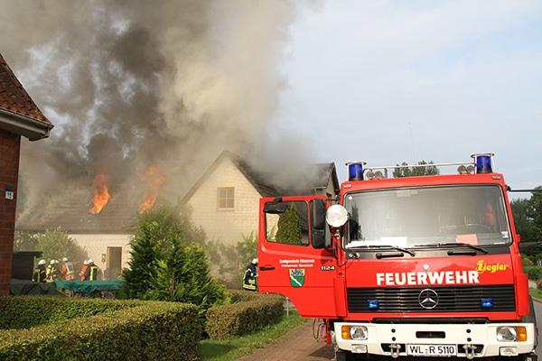 Erneut Brandstiftung im Kreis Harburg: Ein Wohnhaus ist nach einem Feuer unbewohnbar. Foto: Feuerwehr