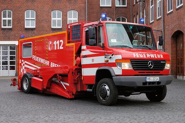 Die BF Bremen (HB) verfügt über diesen Niederflurhubwagen von Ruthmann (Gescher, NW). Als Basis dient ein Vario-Triebkopf 810 DT (2003) mit Vorderradantrieb und zulässiger Gesamtmasse von 8.000 kg. Foto: Olaf Preuschoff