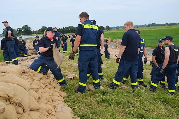 Helfer des THW im Einsatz beim Hochwasser 2013. Foto: THW