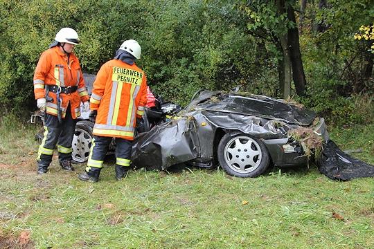 Tödicher Unfall auf der A 9 bei Pegnitz. Der Fahrer dieses Porsche starb. Foto: News5