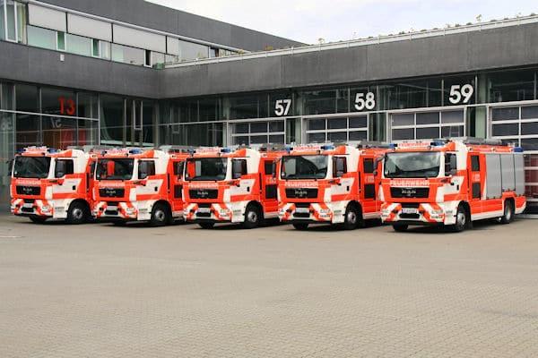 Fünf HLF 20 für die BF Frankfurt am Main lieferte Rosenbauer jetzt aus. Unter ihnen befindet sich auch der 3.600. AT-Aufbau. Foto: Rosenbauer