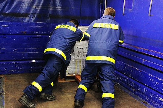 Vom hessischen Rodgau aus transportierte das THW am Wochenende 20 Tonnen Hilfsgüter der Hilfsorganisation World Vision an den Frankfurter Flughafen. Foto: THW