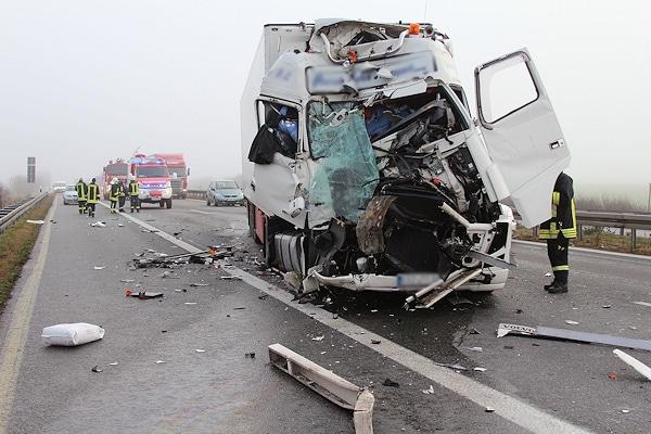 Unfall auf der Autobahn A4 bei Ottendorf-Okrilla (Kreis Bautzen). Foto: Rico Löb