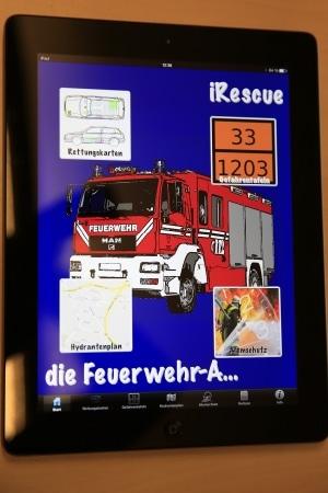 Eine Applaikation auf einem Tablet-Computer soll Sachsens Feuerwehren im Einsatz unterstützen. Foto: Rico Löb