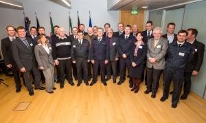 Der Innenminister von NRW, Ralf Jäger, mit den ausgezeichneten Unternehmensvertretern. Foto: MIK NRW