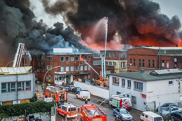 Großfeuer in Hamburg. Foto: Michael Arning