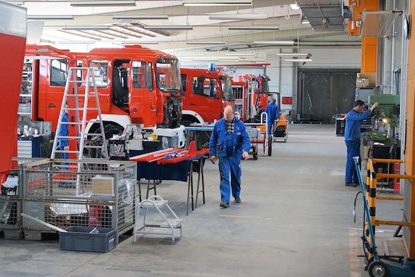 Fahrzeugproduktion bei Thoma in Herbolzheim. Der Hersteller bietet gebrauchte Feuerwehrfahrzeuge und neue Feuerwehrfahrzeuge. Jetzt kooperiert Thoma mit WISS. Foto: Hegemann