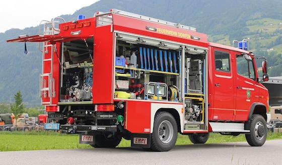 Feuerwehr MLF: Auf einem Mercedes Vario 818 DA 4x4 baute Empl das MLF für die FF Dorfen (BY). Zur Ausstattung gehören neben einer FPN 10-1000 auch eine Tragkraftspritze auf Auszug sowie ein Lichtmast. Foto: Empl