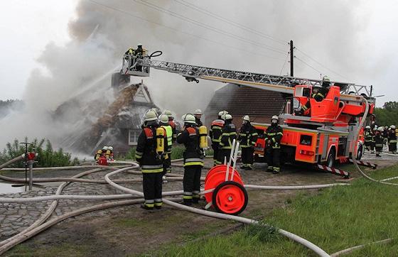 Feuerwehrmann werden - in Hamburg gehört dazu ein dreiteiliger Test. Foto: Timo Jann