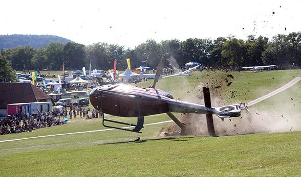 Hubschrauber stürzt ab. Foto: Thomas Kiehl/Feuerwehr Metzingen