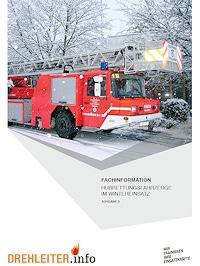 Hubrettungsfahrzeuge im Wintereinsatz.