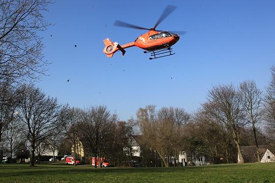 Rettungshubschrauber (RTH) Christoph 9 fliegt den Patienten in eine Klinik. Foto: Filzen/Feuerwehr