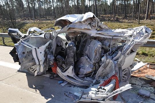 Unfall am Walsroder Dreick auf der A 27: Das Wrack der tödlich verunglückten Fahrerin. Foto: Polizei