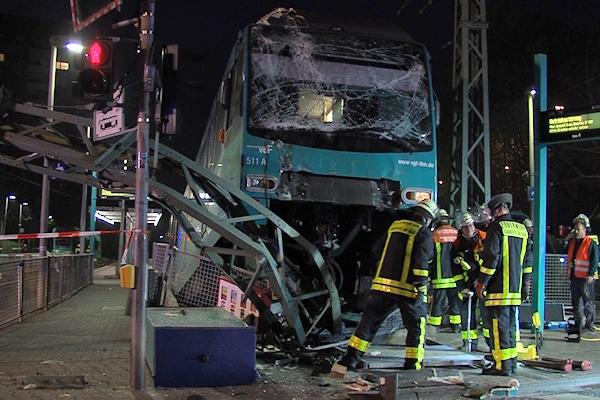 U-Bahn-Unglück in Frankfurt. Foto: Peter Knapp