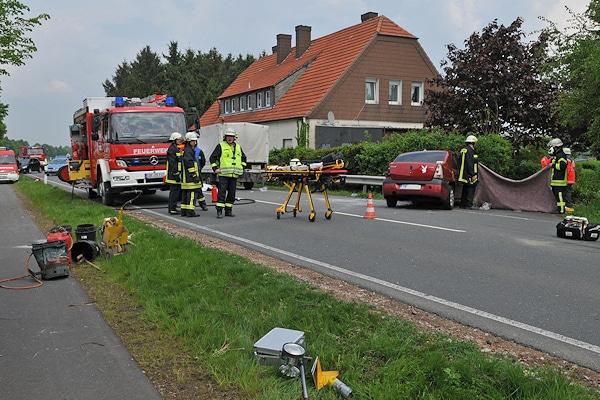 Unfall in Coesfeld: zwei Bauarbeiter sterben, nachdem ein Pkw in eine Baustelle gefahren ist. Foto: Bludau