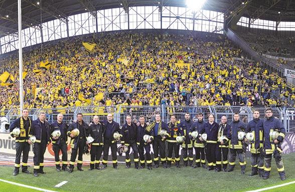Brennpunkt Fußballstadion. Foto: Schmitz & Hartmann/www.gruppenfoto.de
