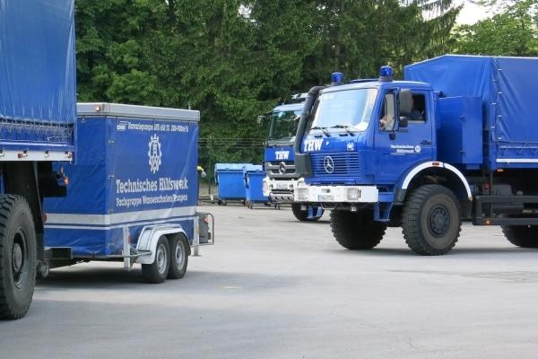 Aufbruch ins Katastrophengebiet. Helfer des THW haben sich mit Hochleistungspumpen auf den Weg nach Bosnien und Serbien gemacht. Foto: THW