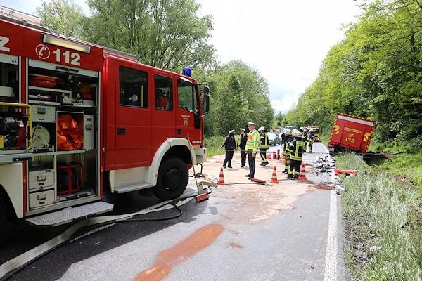 Unfall mit einem Fahrzeug der Feuerwehr Mühlacker. Foto: 7aktuell.de/Hasenhuendl