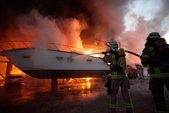 50 Yachten in Flammen. Foto: Stefan Rasch