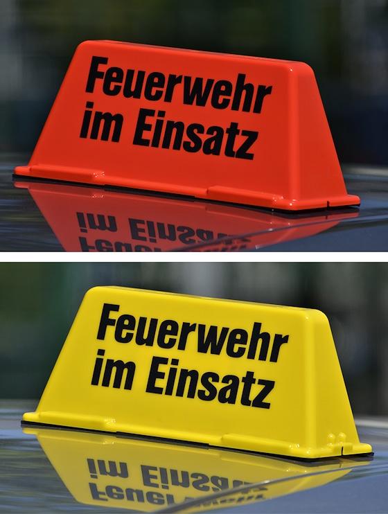 """""""Feuerwehr im Einsatz"""": Diese Dachaufsetzer-Sonderedition sind im Feuerwehr-Magazin-Shop erhältlich, in signalgelb oder leuchtrot. Foto: Preuschoff"""