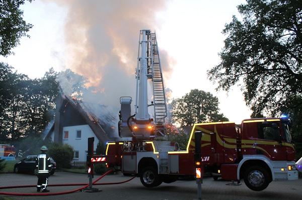 Brand in Bad Fallingbostel: Ein neues Hubrettungsfahrzeug kam noch vor der offiziellen Inbetriebnahme zum Einsatz. Foto: Führer/Feuerwehr