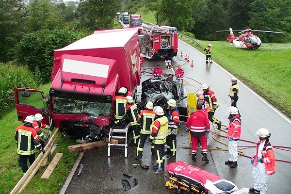 Unfall auf der B 31 bei Überlingen. Foto: Feuerwehr