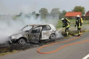 Bei der ersten Fahrt alleine, gerät der Wagen der Mutter eines Fahranfängers in Brand. Foto: Thomas Weege