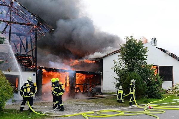 Großfeuer in Traundorf: Der Brand wurde offenbar von einem Minderjährigen verursacht. Foto: fib/FDL