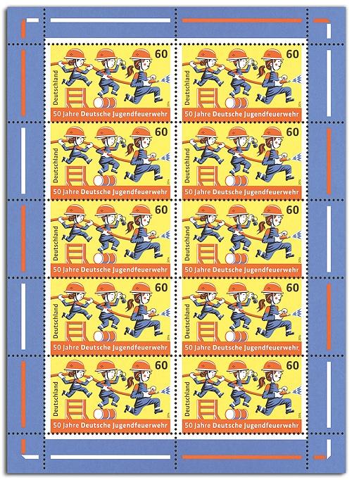 Die Briefmarke der Jugendfeuerwehr ist als Zehner-Bogen erhältich. Foto: Deutsche Post AG