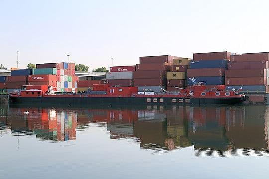 Die Mobile Übungsanlage zur Gefahrenabwehr auf Binnenwasserstraßen (MÜB) im Hafen von Mannheim. Foto: Matthias Wolf