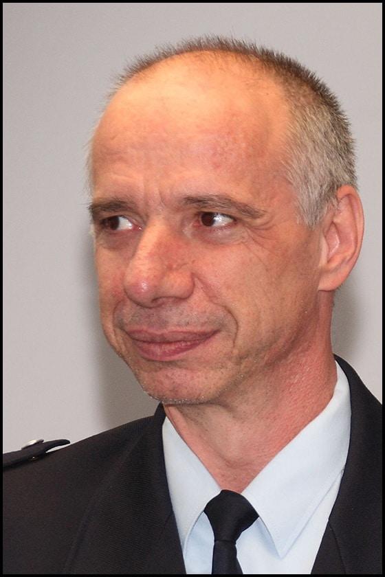 Die Dresdner Feuerwehr trauert um Brandrat Thomas Mende. Der 54-jährige Ingenieur war viele Jahre der Sprecher des Amts und Leiter der Rettungsleitstelle. Er starb am Wochenende an den Folgen eines Wegeunfalls. Foto: Feuerwehr Dresden