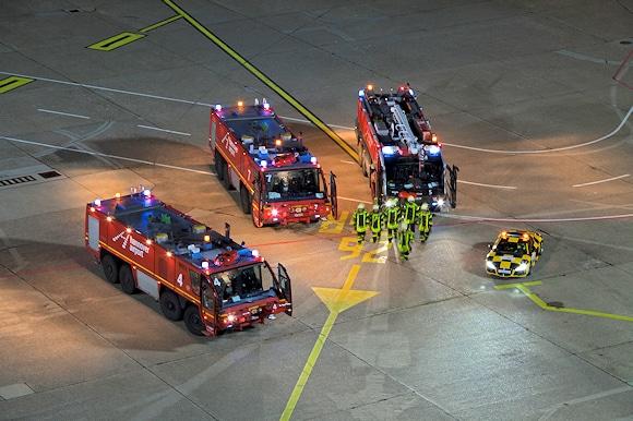 Flughafenfeuerwehr Hannover: FLF auf dem Vorfeld. Foto: Hannover Airport / Reinecke