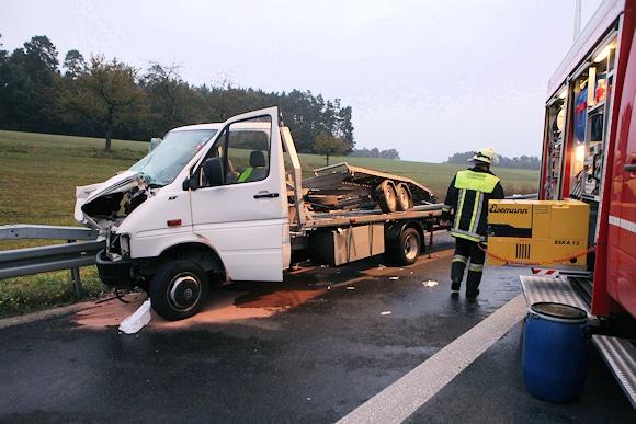 Dieser Transporter prallte gegen den Streifenwagen. Foto: News5