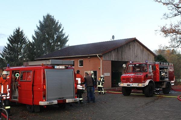 Feuerwehreinsatz bei einem Brand im Dorfgemeinschafts- und Feuerwehrhaus Suderbruch. Foto: Führer/Feuerwehr