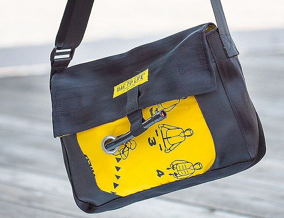 Tasche aus alter Rettungsweste hergestellt.